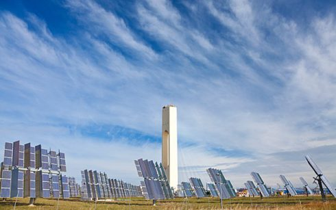 Одна из крупнейших солнечных электростанций в мире: 2650 гелиостатов (солнечных зеркал размером 120 квадратных метров каждое) в Андалузии, Испания